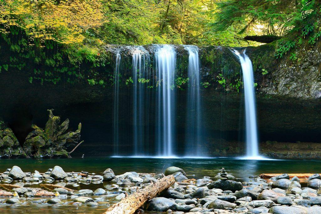 Un chorro de agua natural limpia la piedra lunar barata baratas precio precios comprar